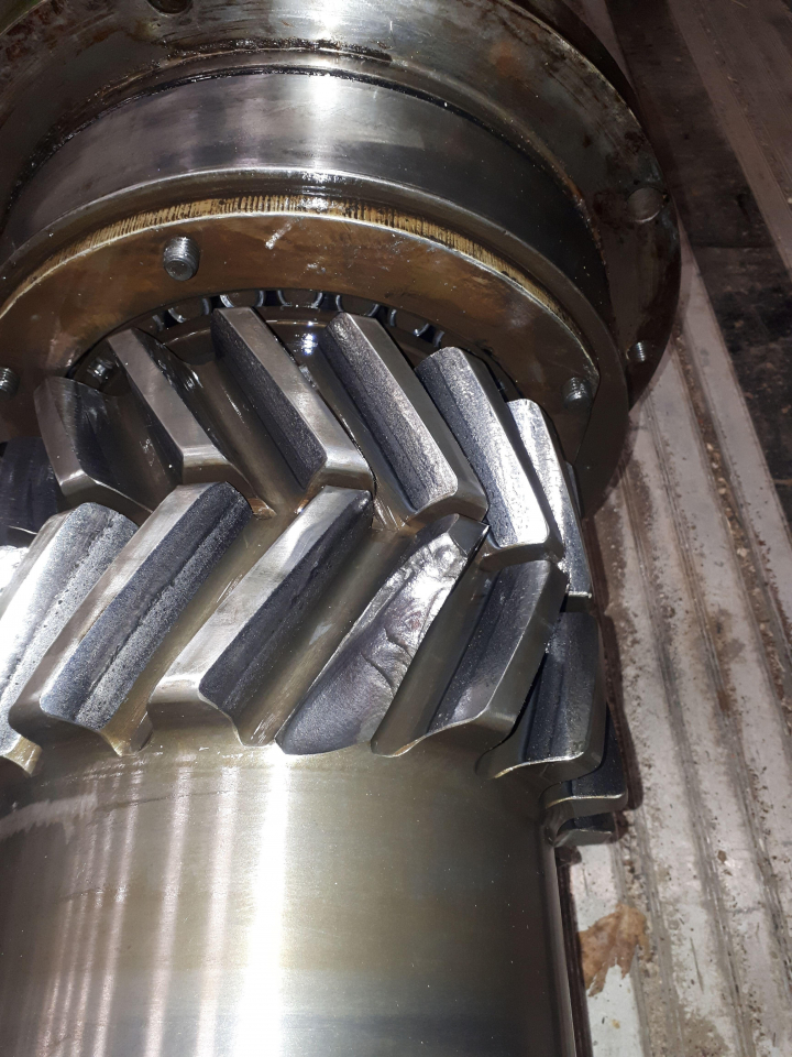 Damaged pinion shaft